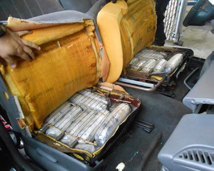 Metanfetamina oculta en los asientos del vehículo conducido por la mujer nogalense.
