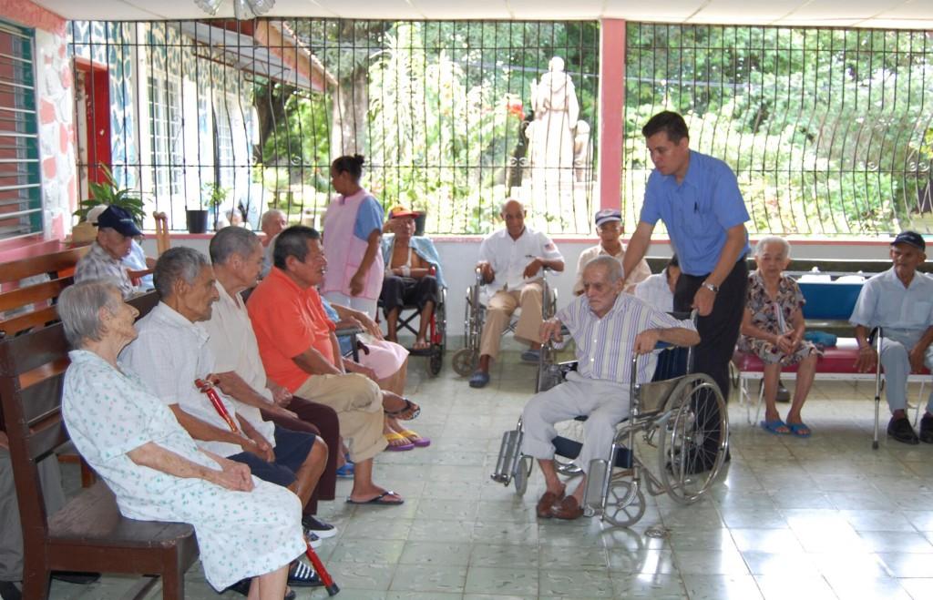 concentir n a los abuelitos en su d a en el asilo san