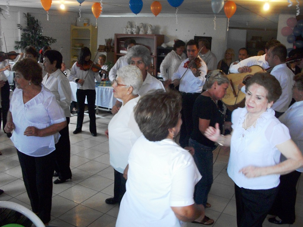 Festeja ayuntamiento en su d a a los abuelos del asilo de for Asilos para ancianos