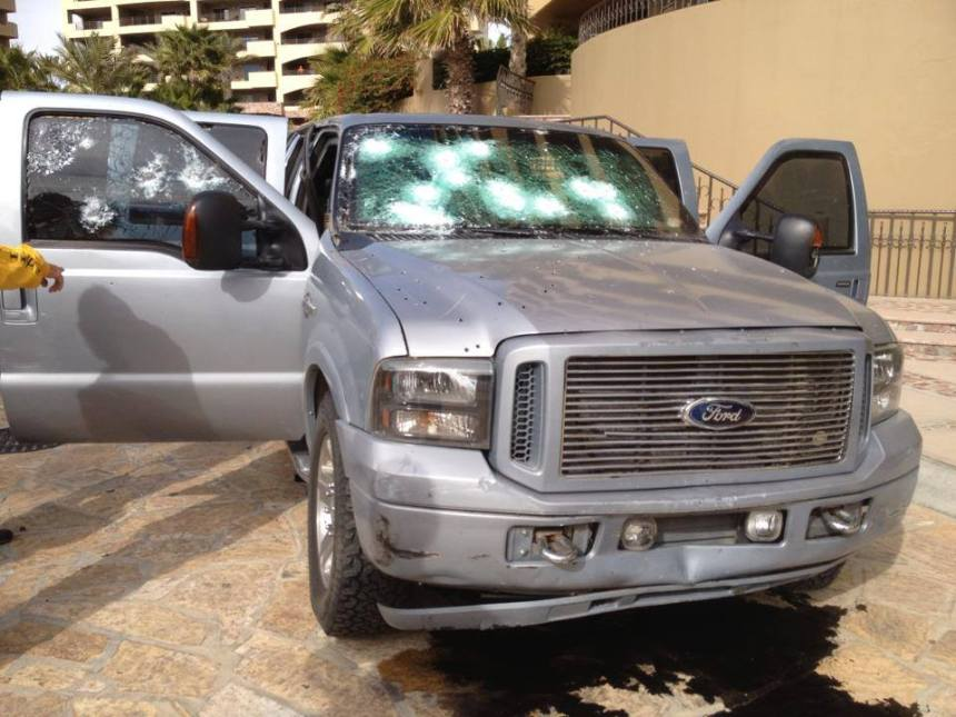 Uno de los vehículos utilizados por los pistoleros en la balacera.