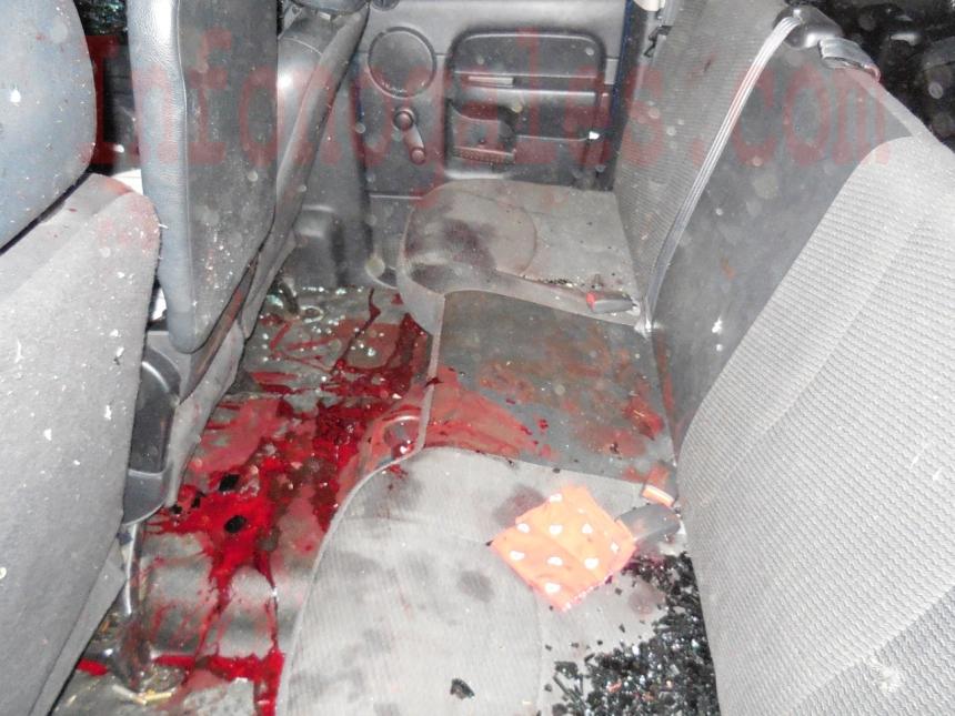 Rastros de sangre en el asiento trasero de uno de los vehículos asegurados (Foto cortesía).