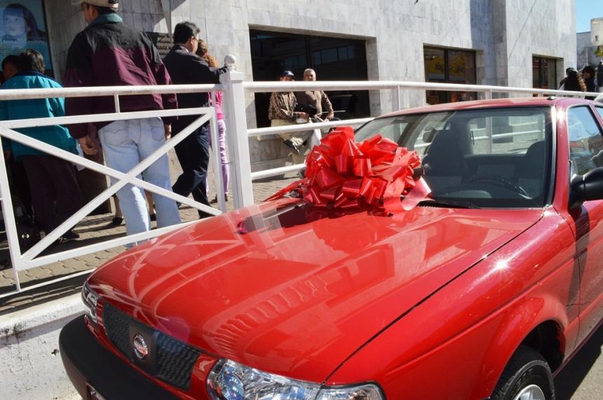 Se rifará de nuevo automóvil en el 2014.
