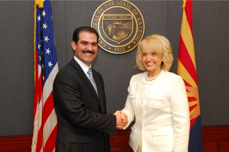 Los dos gobernadores de los estados vecinos.