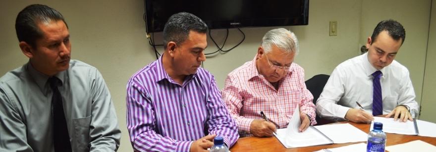 Firma Alcalde convenio de colaboración con el Cecati 118 (3)