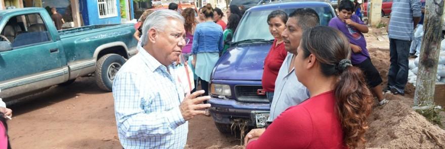Recorre Alcalde fraccionamiento Conjunto Jardín para supervisar trabajos por daños de lluvia (1)