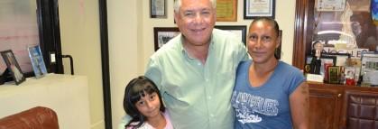 Agradece vecina de la Flores Magón apoyo al alcalde Ramón Guzmán