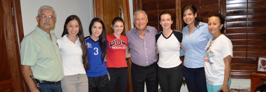 Agradecen jugadoras de voleibol a Presidente Municipal por apoyo