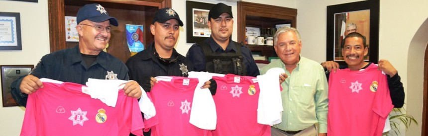Entrega RGM uniformes deportivos a equipo de futbol de la policía municipal