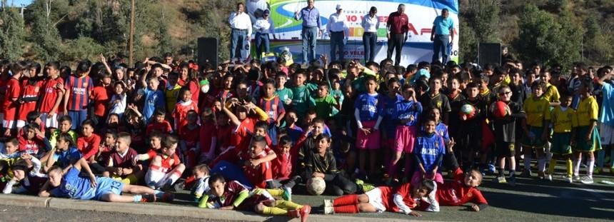 Entrega Fundación Cano Vélez 3 mil 500 uniformes deportivos en Nogales (2)