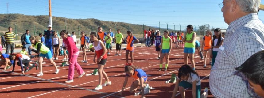 Inaugura Alcalde juegos de Olimpiada Regional en la pista de tartán06
