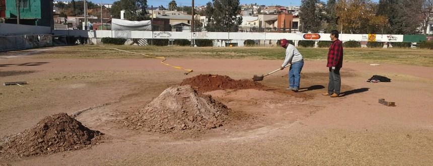 Realizan mejoras al estadio de beisbol Futuras Estrellas (1)