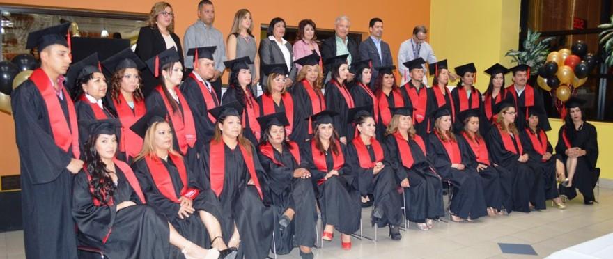 Asiste Alcalde a graduación de preparatoria de trabajadores de Molex (2)