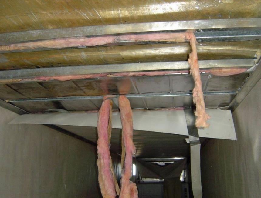 En el techo de la unidad llevan la droga el conductor de un tráiler.