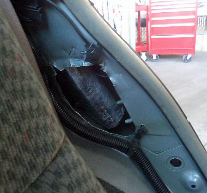 8.02 kilogramos de metanfetaminas en los paneles traseros de un vehículo.