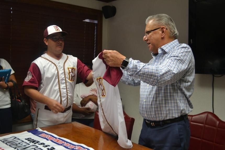 Agradece apoyo a RGM equipo de beisbol infantil para asistir a Regional.