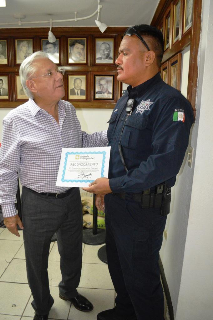 Recibe Alcalde reconocimiento de parte de la Secretaría de Seguridad Pública de Sonora.