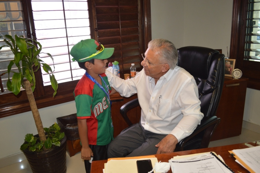Agradece niño deportista apoyo a Alcalde.